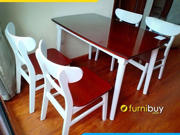 Bộ bàn ăn 4 ghế mặt kính giá rẻ tại nhà chị Hương